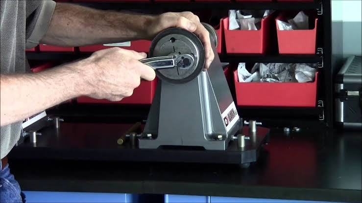 Con Tapper TaperLock Used Machine To Provide Smooth Functioning And Controlling